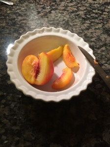 Peaches: cutting up.