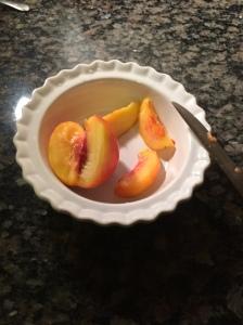 Peaches: cutting up.
